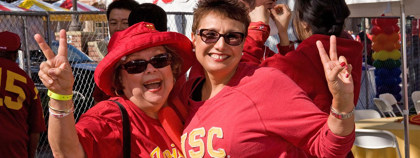 Two female USC alumni at outdoor event